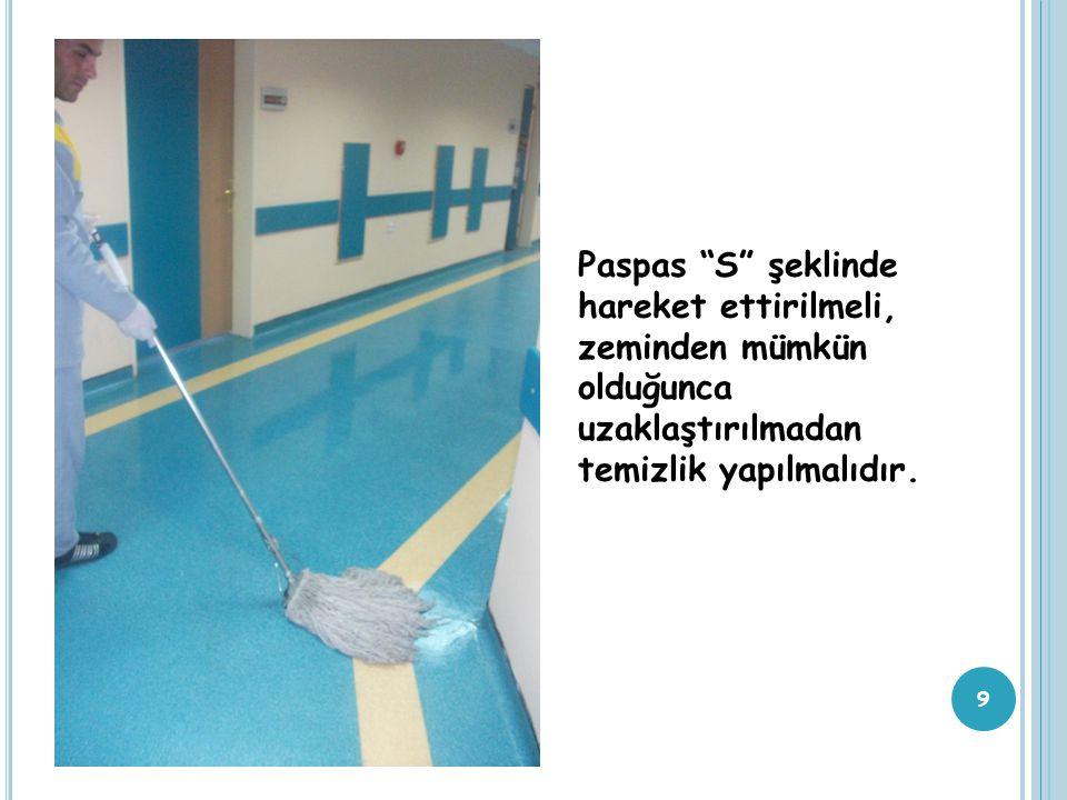 Paspas ile 10 - 15 m² alan silindikten sonra kirli paspas, kırmızı kovada yıkanır ve iyice sıkılır.