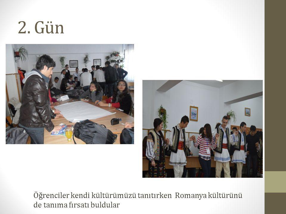 2. Gün Öğrenciler kendi kültürümüzü tanıtırken Romanya kültürünü de tanıma fırsatı buldular