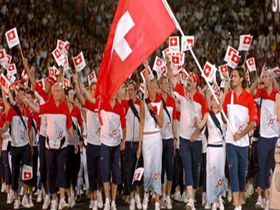  İtalya'da yapılan popüler sporlar futbol, basketbol, voleybol, su topu, eskrim,bisiklet ve motor yarışları ile buz hokeyidir.