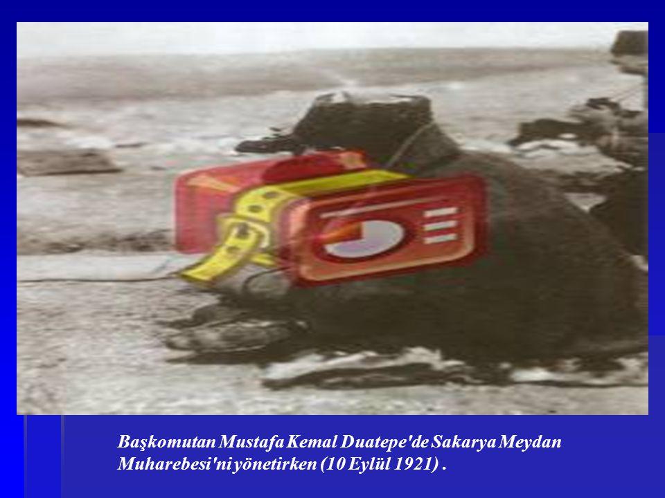 Başkomutan Mustafa Kemal Duatepe'de Sakarya Meydan Muharebesi'ni yönetirken (10 Eylül 1921).