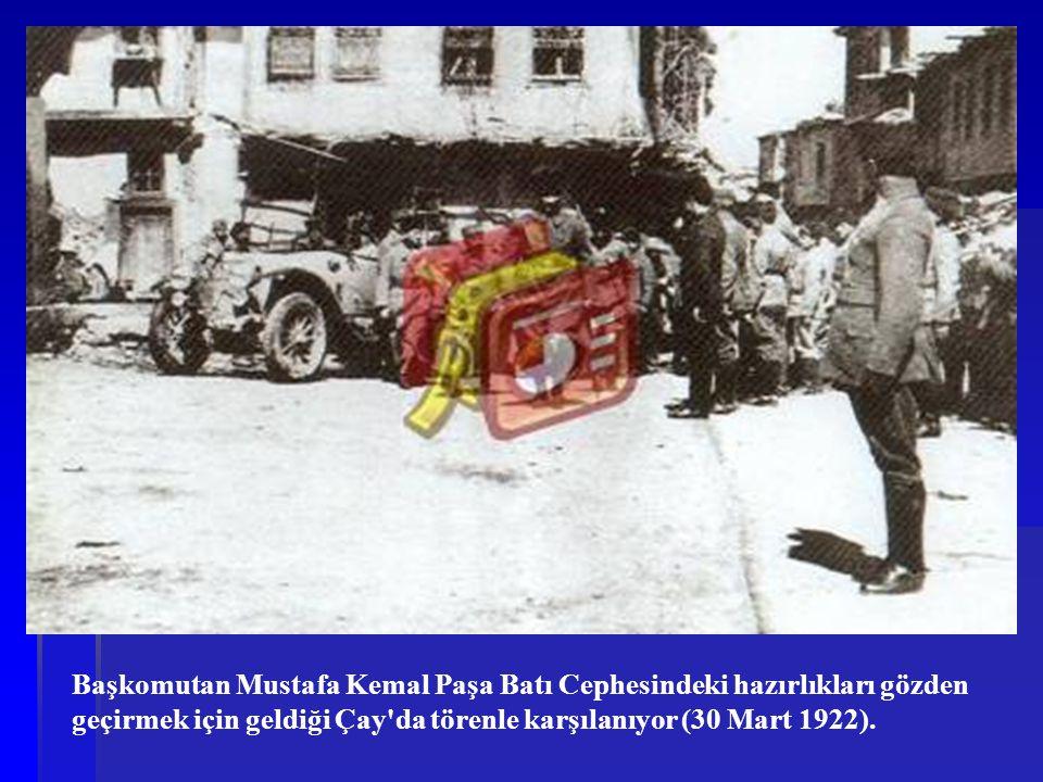 Başkomutan Mustafa Kemal Paşa Batı Cephesindeki hazırlıkları gözden geçirmek için geldiği Çay'da törenle karşılanıyor (30 Mart 1922).