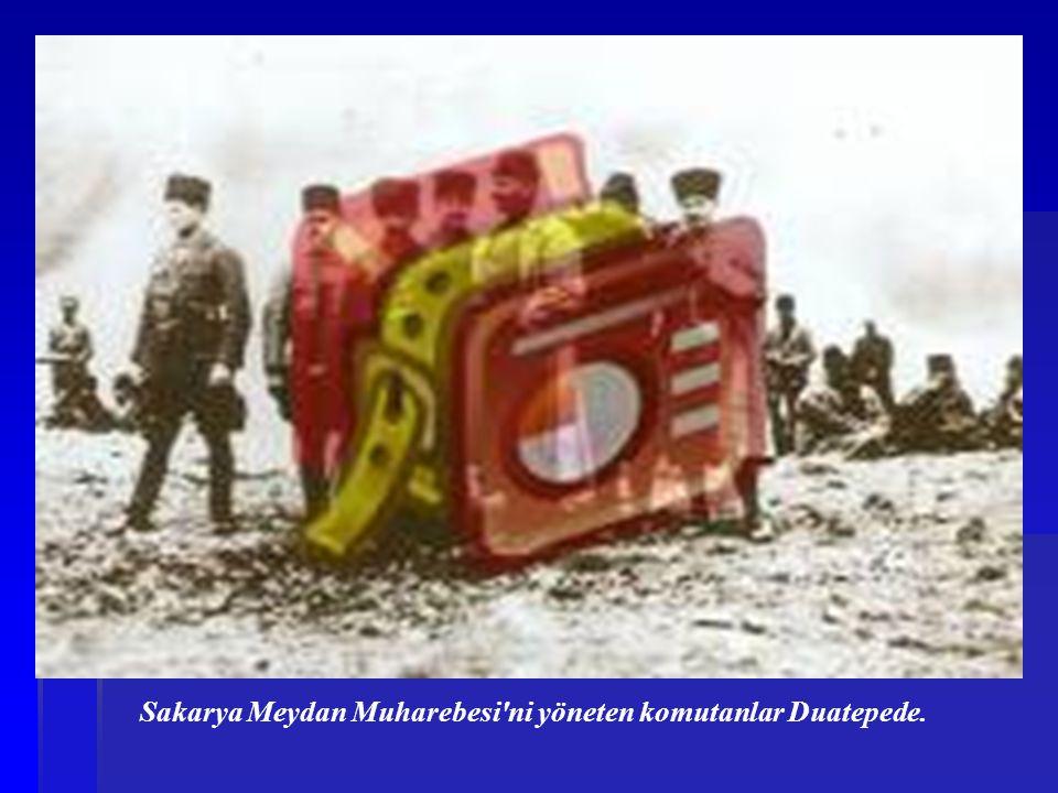 Başkomutan Mustafa Kemal Duatepe de Sakarya Meydan Muharebesi ni yönetirken (10 Eylül 1921).
