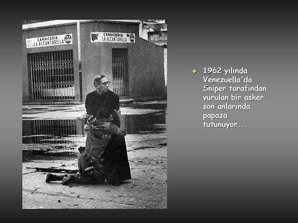  1962 yılında Venezuella'da Sniper tarafından vurulan bir asker son anlarında papaza tutunuyor...