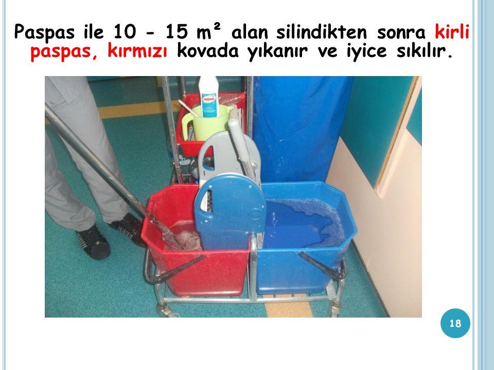 Paspas ile 10 - 15 m² alan silindikten sonra kirli paspas, kırmızı kovada yıkanır ve iyice sıkılır. 18