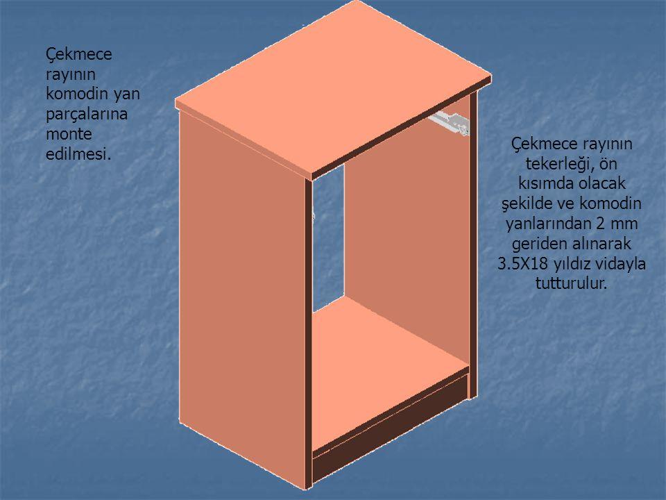 Çekmece rayının komodin yan parçalarına monte edilmesi. Çekmece rayının tekerleği, ön kısımda olacak şekilde ve komodin yanlarından 2 mm geriden alına