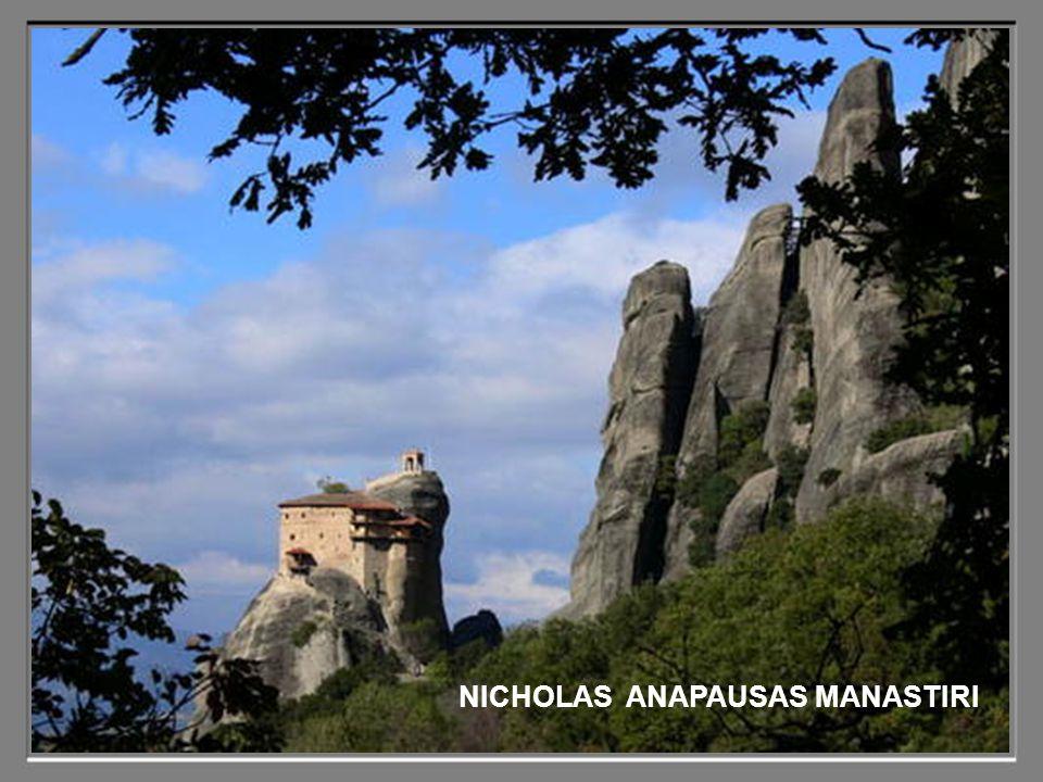 Muhteşem manzaraları ve manastırların tepelere inşa tarzı ile Meteora insanı büyülüyor.