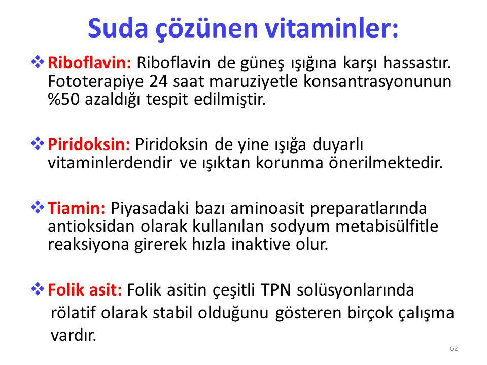 Suda çözünen vitaminler:  Riboflavin: Riboflavin de güneş ışığına karşı hassastır. Fototerapiye 24 saat maruziyetle konsantrasyonunun %50 azaldığı te