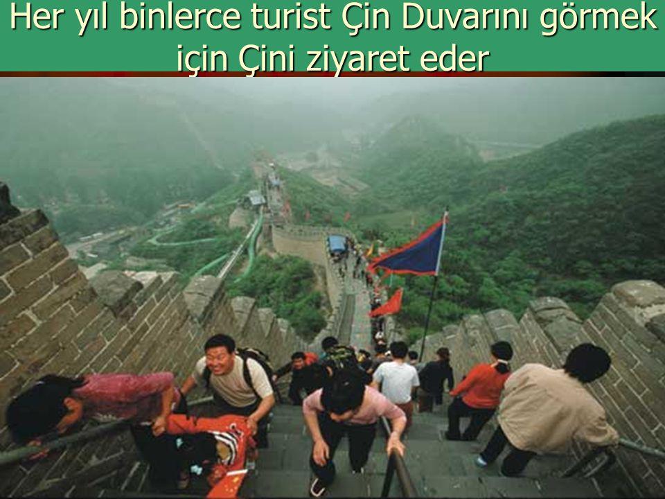 Her yıl binlerce turist Çin Duvarını görmek için Çini ziyaret eder