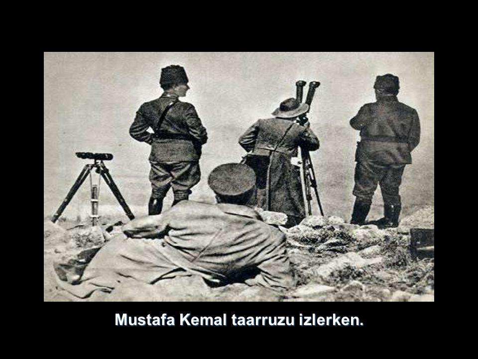 Mustafa Kemal taarruzu izlerken.