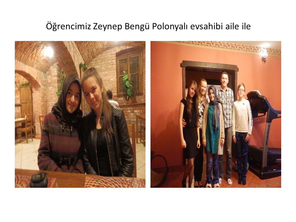 Öğrencimiz Zeynep Bengü Polonyalı evsahibi aile ile
