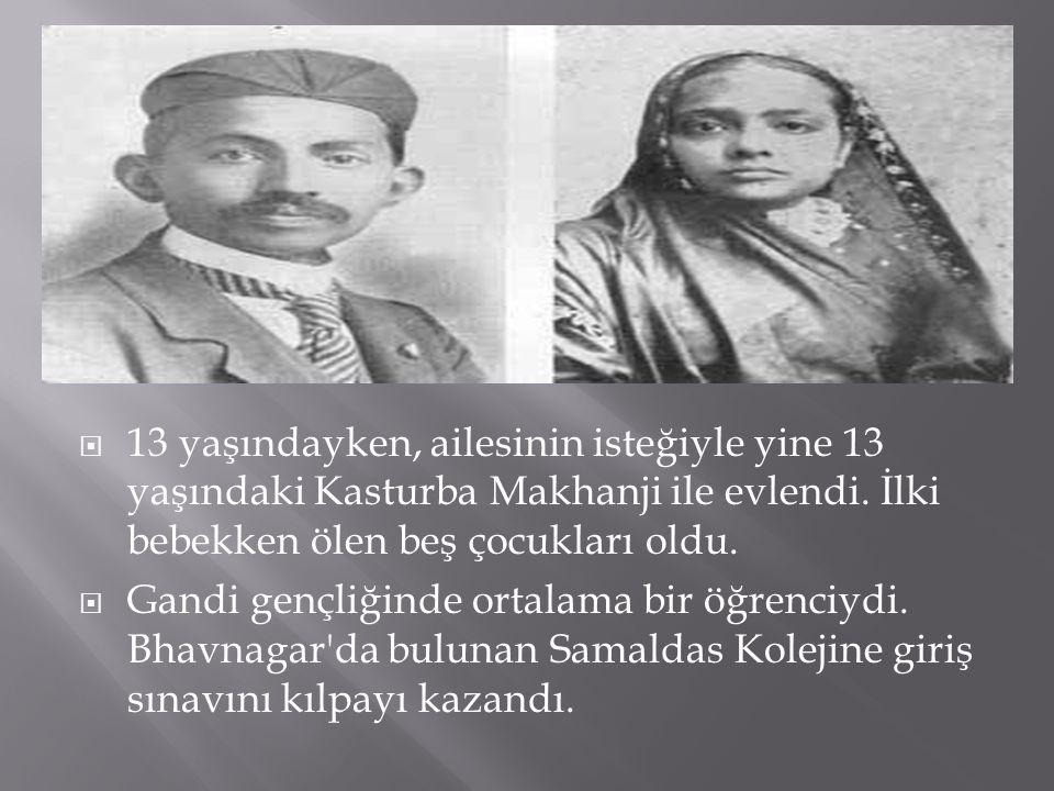  13 yaşındayken, ailesinin isteğiyle yine 13 yaşındaki Kasturba Makhanji ile evlendi. İlki bebekken ölen beş çocukları oldu.  Gandi gençliğinde orta
