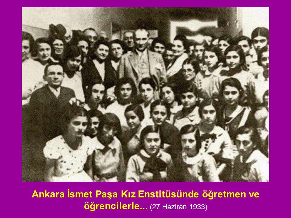 Ankara İsmet Paşa Kız Enstitüsünde öğretmen ve öğrencilerle... (27 Haziran 1933)