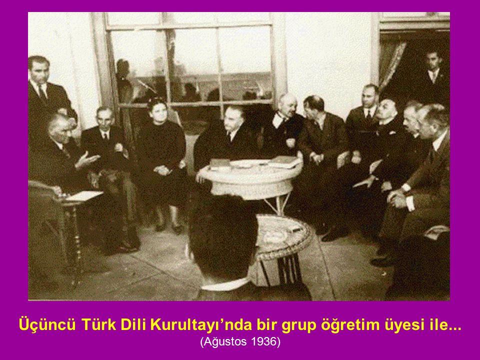 Üçüncü Türk Dili Kurultayı'nda bir grup öğretim üyesi ile... (Ağustos 1936)