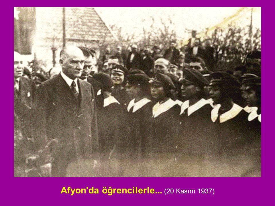 Afyon'da öğrencilerle... (20 Kasım 1937)