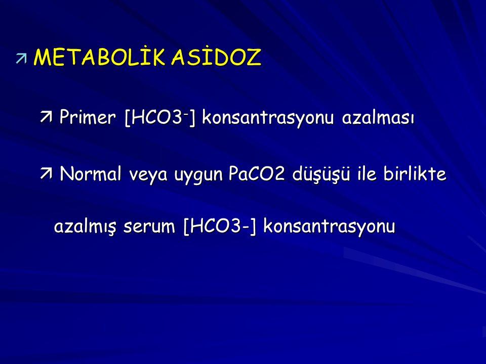 ä METABOLİK ASİDOZ ä Primer [HCO3 - ] konsantrasyonu azalması ä Normal veya uygun PaCO2 düşüşü ile birlikte azalmış serum [HCO3-] konsantrasyonu