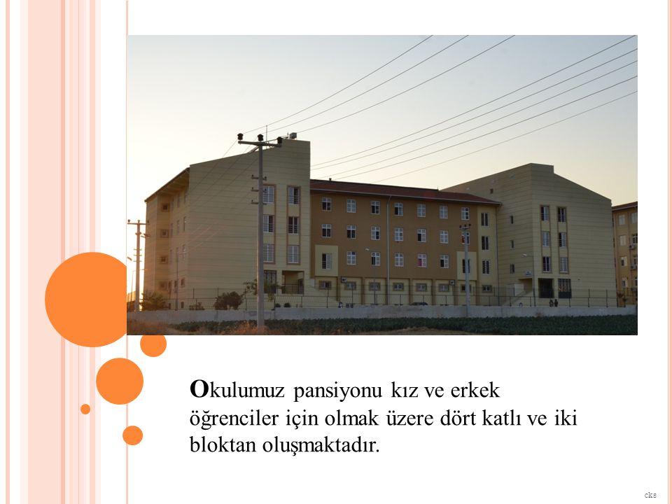 B loklarda her katta; 4 şer kişilik zemini ahşap parke döşeli odalar, 24 saat sıcak su imkanı olan banyolar ve çalışma odaları bulunmaktadır.