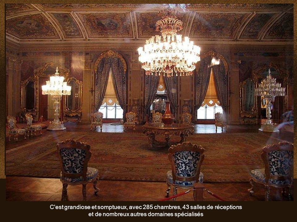 Dolmabahçe est le plus grand des palais impériaux ottomans