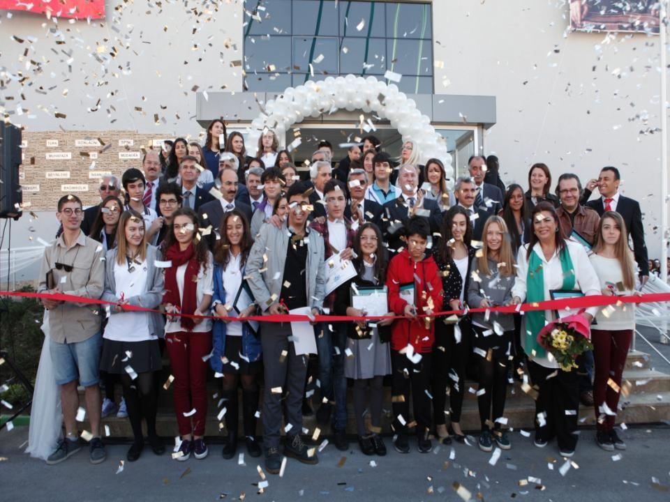 BURSA – NİLÜFER BARIŞ ANADOLU LİSESİ- TARİHÇE Dayanışmanın Örneği Barış Anadolu Lisesi Barış Anadolu Lisesi projesi, Milli Eğitim Müdürlüğü, Nilüfer Belediyesi ve şimdiki adı Nilüfer Kent Konseyi olan, Nilüfer Yerel Gündem 21 arasındaki imzayla başladı.