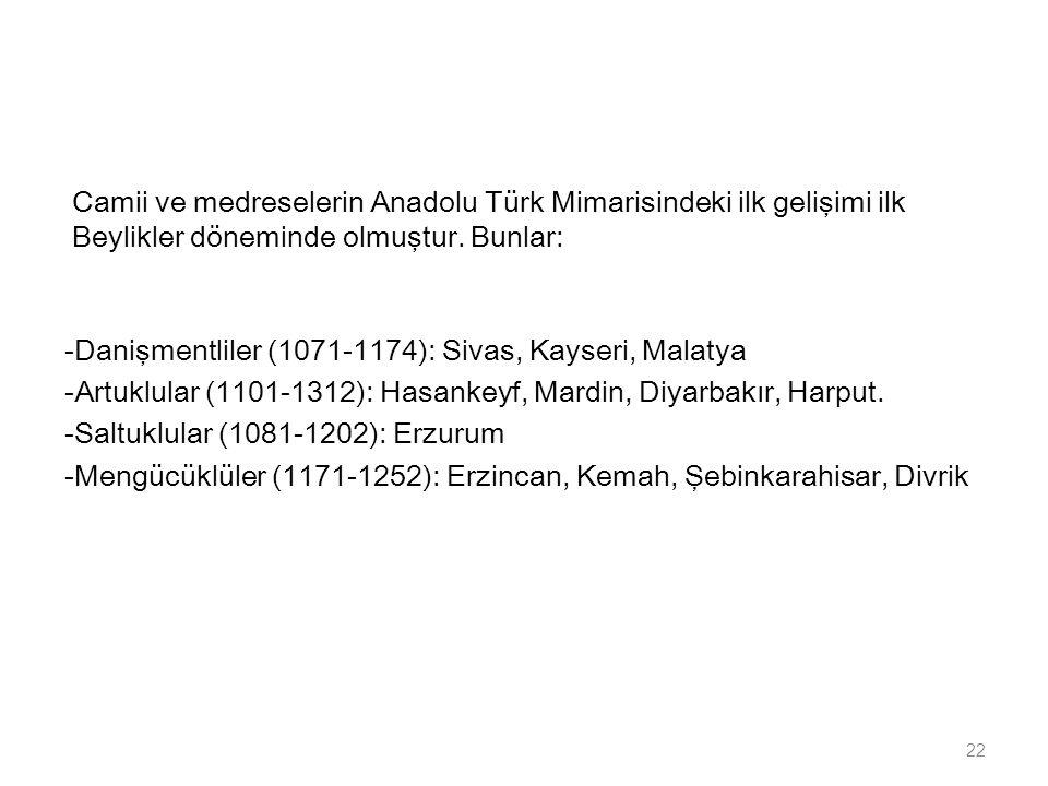 Camii ve medreselerin Anadolu Türk Mimarisindeki ilk gelişimi ilk Beylikler döneminde olmuştur.