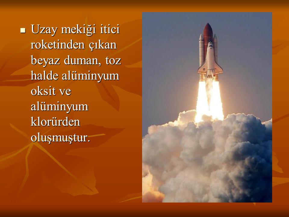 Uzay mekiği itici roketinden çıkan beyaz duman, toz halde alüminyum oksit ve alüminyum klorürden oluşmuştur. Uzay mekiği itici roketinden çıkan beyaz
