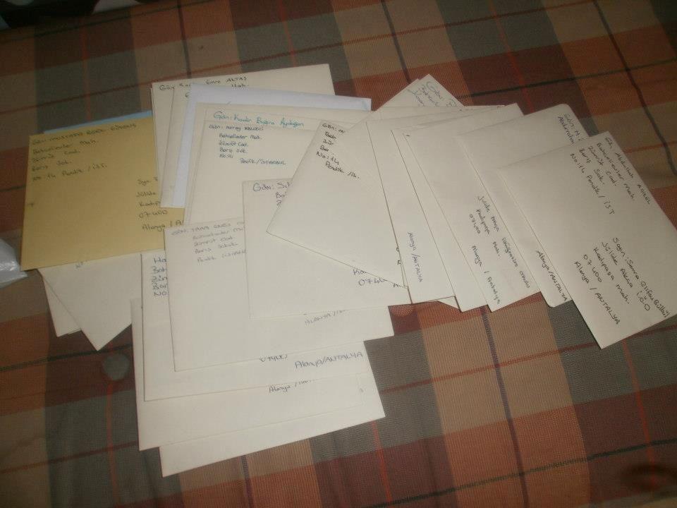 Zarfa koyup, bir hafta içinde, sınıf öğretmenlerine teslim ettiler.