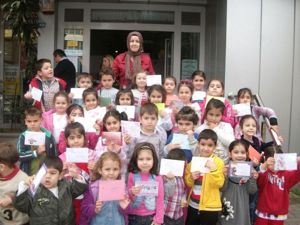 Şimdi mektup bekleme sırası bizlerdeydi. Bizlerin yaşadığı, mektup hazırlama telaşı şimdi Alanya ve Sinoptaki öğretmen, öğrenci ve velileri sarmıştı.