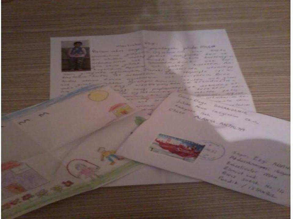 Mektuplar evde okunduktan sonra, facebook sayfasında gelen mektupların resimlenerek paylaşıldığını ve çocuklar dışında karşılıklı olarak ailelerin de