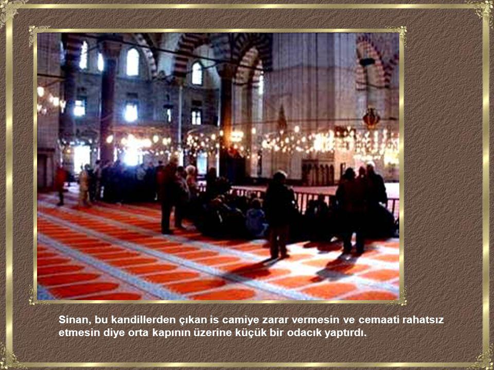 Mimar Sinan yapının içine bir de hava koridoru inşa etti.