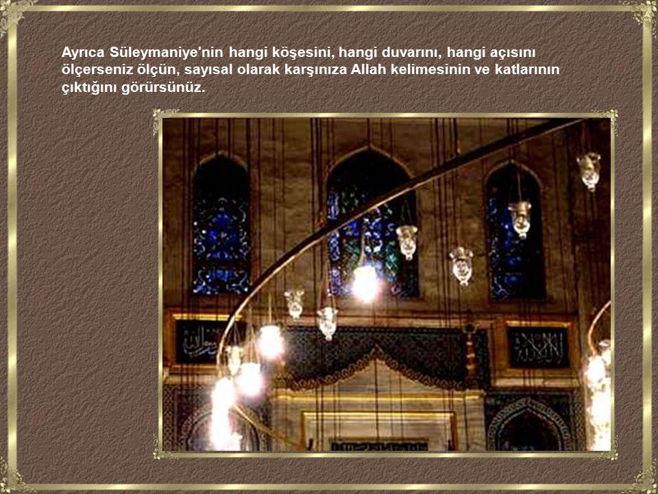 İsin bir odada toplanmasını sağlayan ve hava akımını içeri alan iki oyuktan içeriye baktığınızda, birinden caminin içindeki Allah, diğerinden ise Muhammed yazılı dev levhaları görürsünüz.