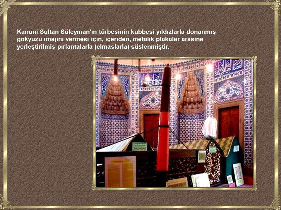 Süleymaniye camiinin 4 minaresi vardır. Bunun nedeni Kanuni nin İstanbul un fethinden sonraki 4.