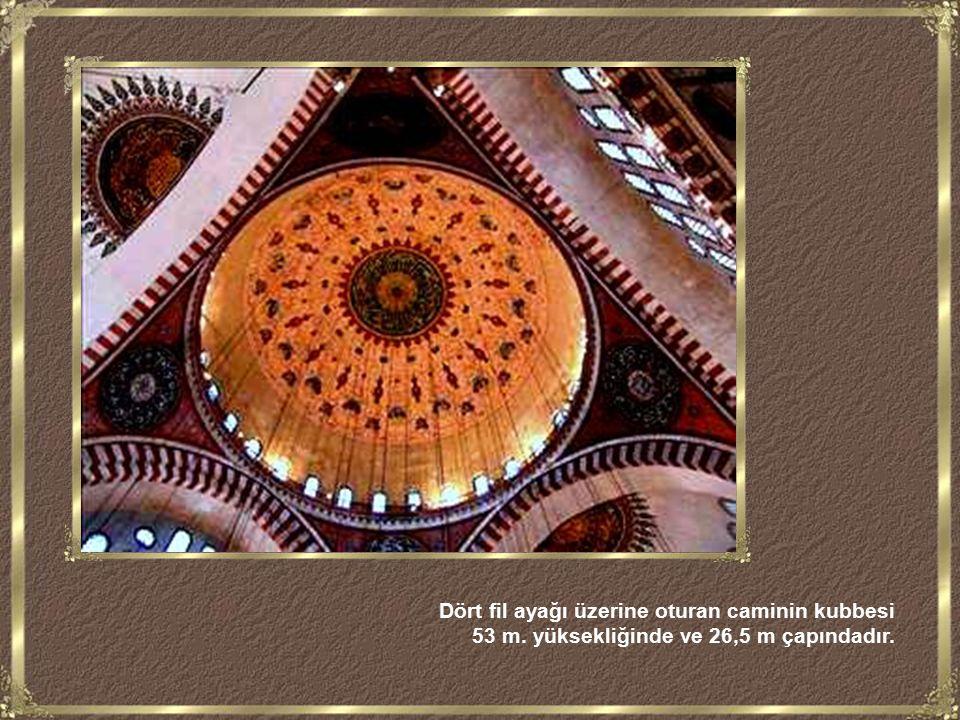 Kanuni Sultan Süleyman ın türbesinin kubbesi yıldızlarla donanmış gökyüzü imajını vermesi için, içeriden, metalik plakalar arasına yerleştirilmiş pırlantalarla (elmaslarla) süslenmiştir.