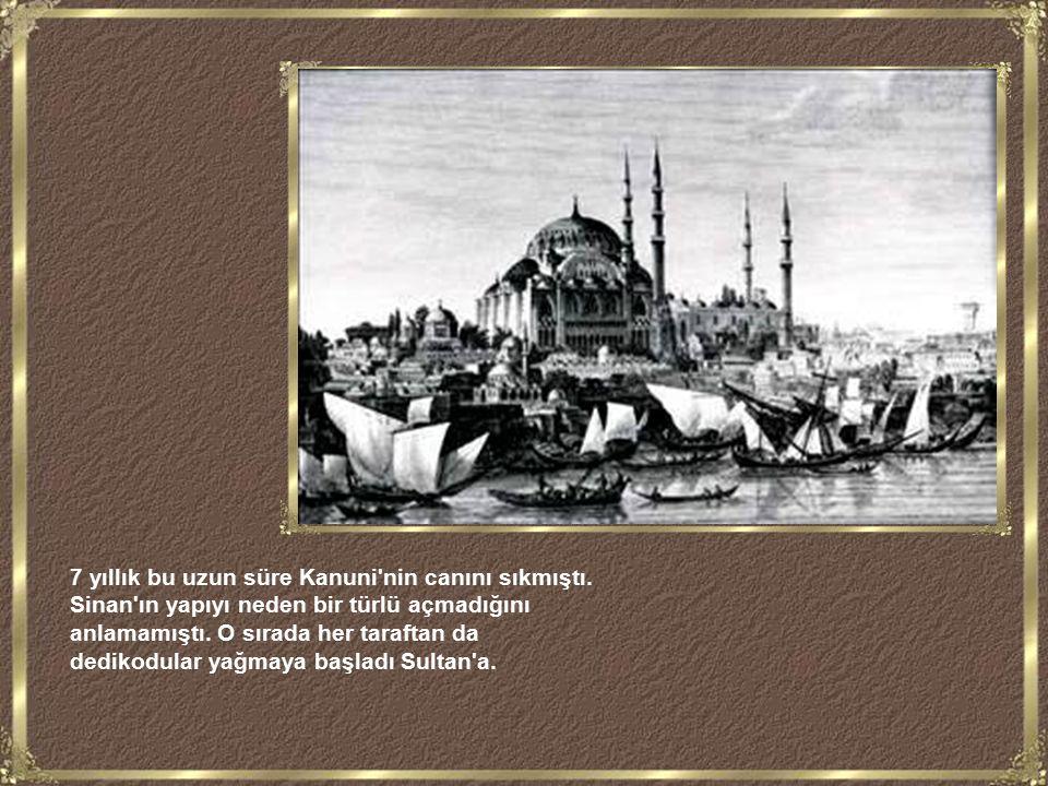Süleymaniye; 1551-1558 yılları arasında Kanuni Sultan Süleyman tarafından imparatorluğun gücünü ve görkemini göstermek adına inşa ettirildi.