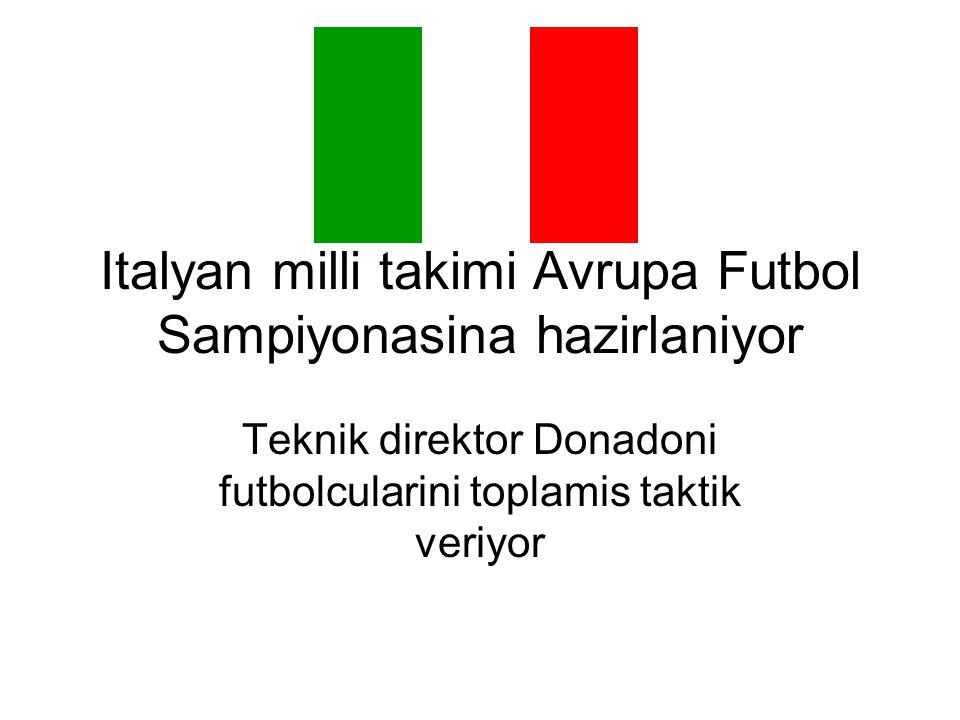 Italyan milli takimi Avrupa Futbol Sampiyonasina hazirlaniyor Teknik direktor Donadoni futbolcularini toplamis taktik veriyor