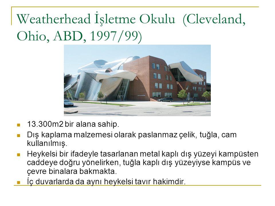 Weatherhead İşletme Okulu (Cleveland, Ohio, ABD, 1997/99) 13.300m2 bir alana sahip. Dış kaplama malzemesi olarak paslanmaz çelik, tuğla, cam kullanılm