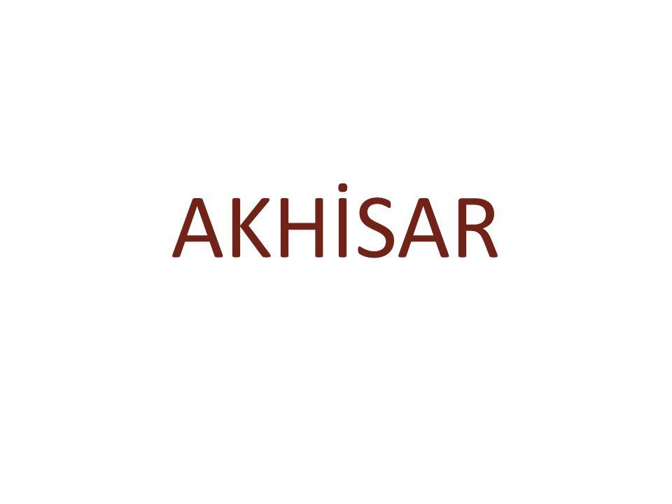 Akhisar, İzmir-İstanbul karayolu üzerinde ilçenin adını taşıyan Ovanın hemen ortasında kurulmuştur.