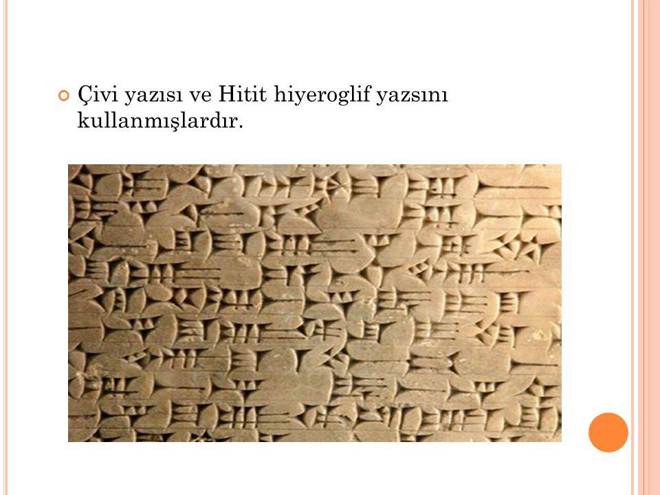 Çivi yazısı ve Hitit hiyeroglif yazsını kullanmışlardır.