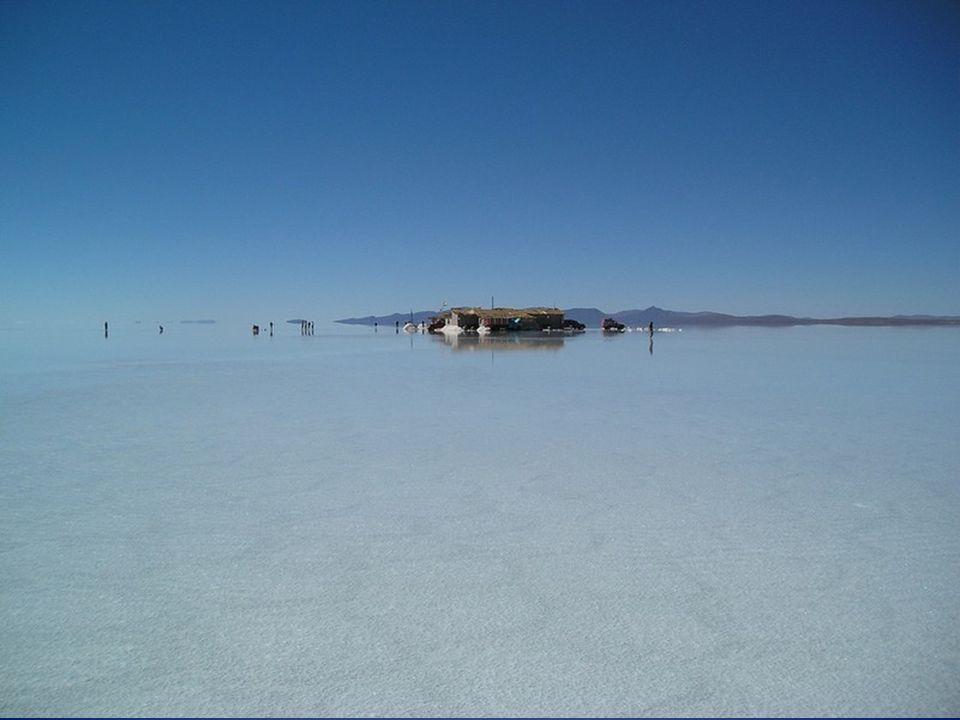 Her biri 2-10 metre kalınlıktaki 11 katmandan oluşan Gölün maksimum derinliği 120 metre olarak verilmektedir..