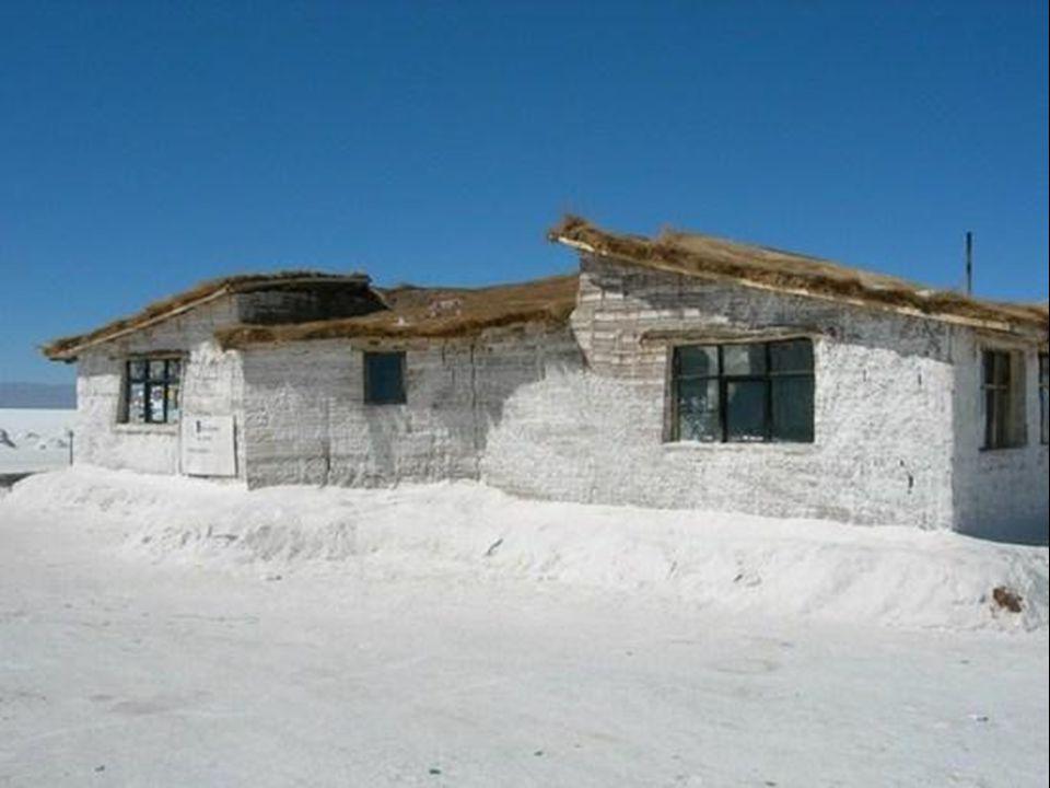 Bu tuz kesekleri Tuzlada çalışan işçi barınaklarının yapımında kullanılıyor.