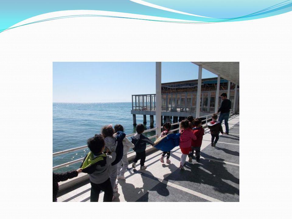 FLORYA ATATÜRK DENİZ KÖŞKÜ Marmara Denizi kıyısında, Yeşilköy ile Küçükçekmece arasında bir yerleşim bölgesi olan Florya'nın 19.