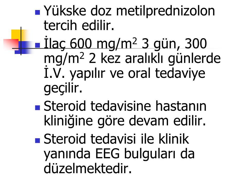 Yükske doz metilprednizolon tercih edilir. İlaç 600 mg/m 2 3 gün, 300 mg/m 2 2 kez aralıklı günlerde İ.V. yapılır ve oral tedaviye geçilir. Steroid te