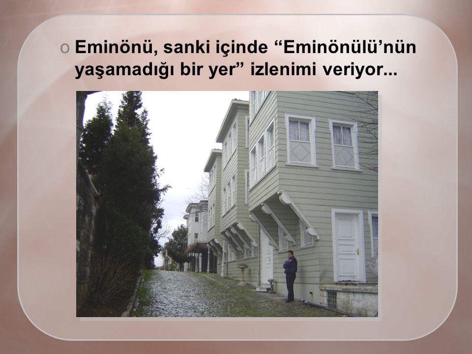oEminönü, sanki içinde Eminönülü'nün yaşamadığı bir yer izlenimi veriyor...