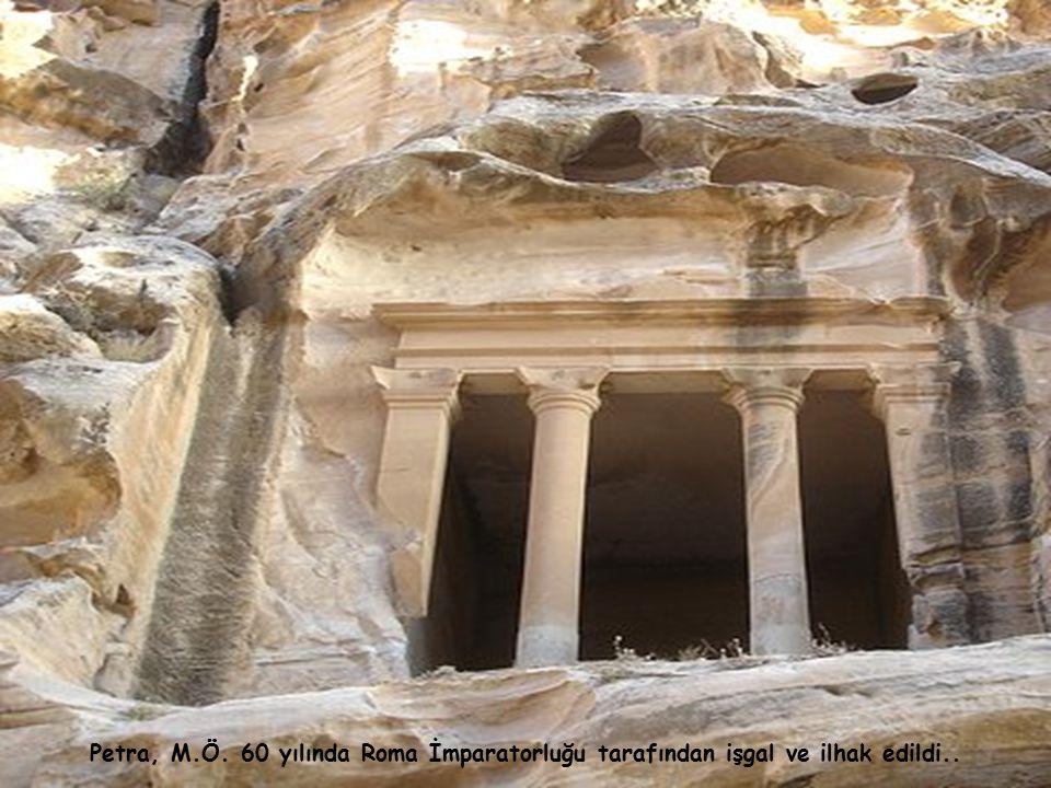 Nebatiye Arapları Bedevi olup, baharat, mırra vs. gibi çeşitli kokulu ot ticareti yapıyorlardı..