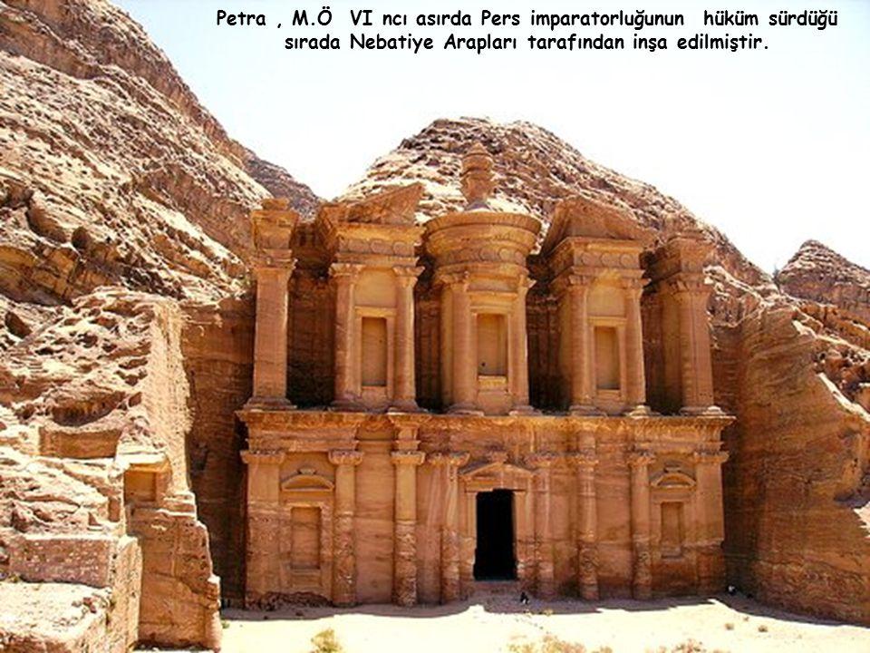 Saray, Petra da bulunan Bir çok büyük yapıdan sadece birisidir.