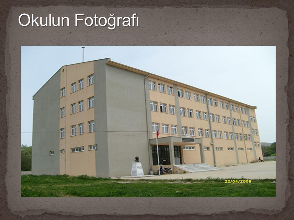 Ön cepheden çekilmiş bahçeyi içine alan okul fotoğrafı (2700x1600) bu fotoğrafın yerine konacak
