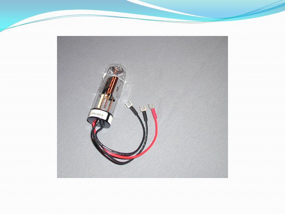 1- Yeterli güçte ışın demetleri oluşturmalı 2-Yaydığı ışın şiddeti belirli bir sürede sabit kalmalı(bunu sağlamak zor olduğundan iki ışın yollu cihazlar kullanılır.
