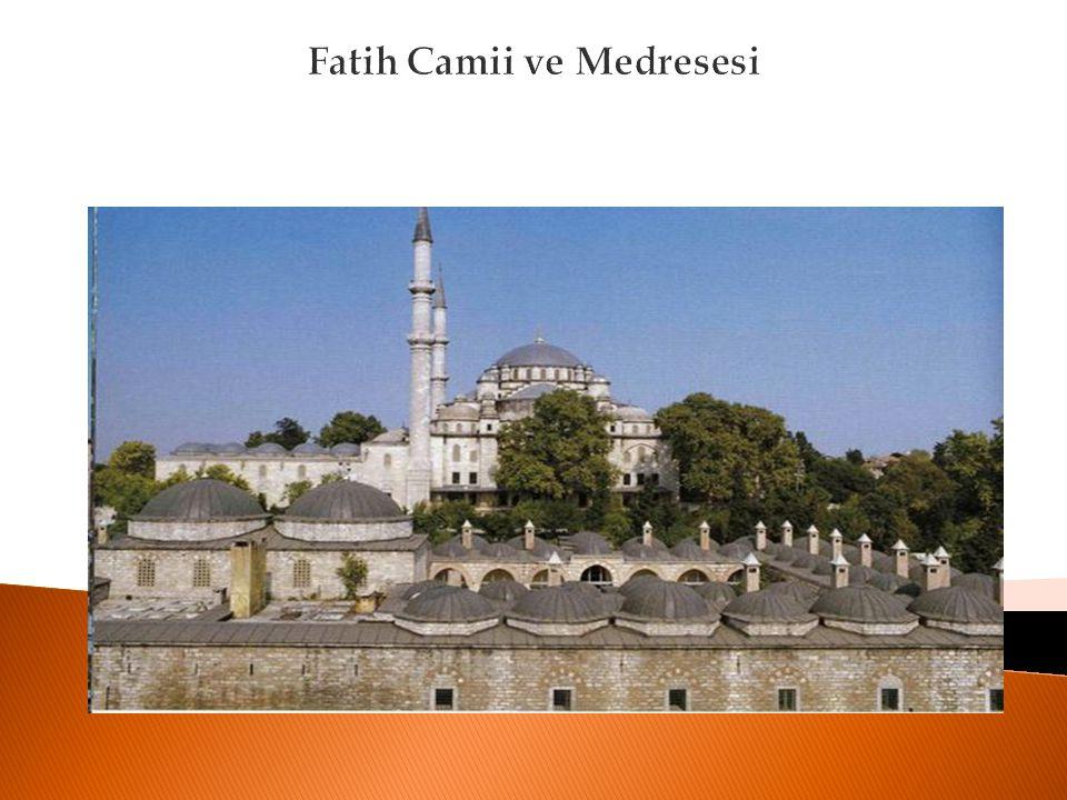 Darülfünun'un Açılış Tarihi  Sene 1453 Osmanlı İmparatorluğu'nda mevcut olan medrese sisteminin İstanbul'daki ilk örnekleri olan Ayasofia ve Zeyrek Medreseleri açıldı.Bunlar Fatih Medresesi olarak bütünleşti.