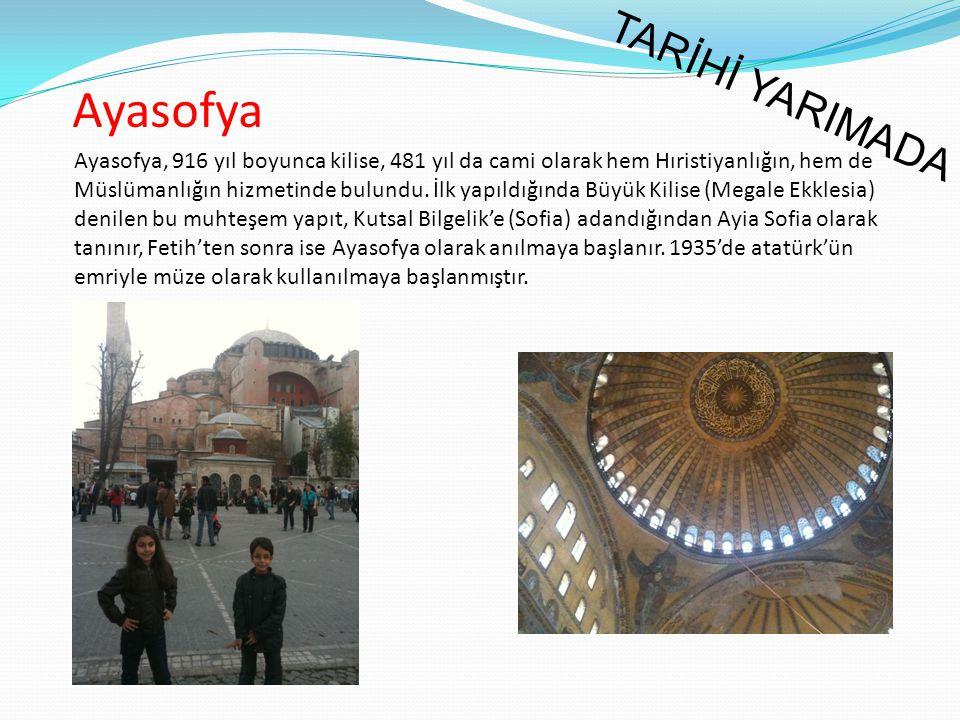Ayasofya, 916 yıl boyunca kilise, 481 yıl da cami olarak hem Hıristiyanlığın, hem de Müslümanlığın hizmetinde bulundu. İlk yapıldığında Büyük Kilise (