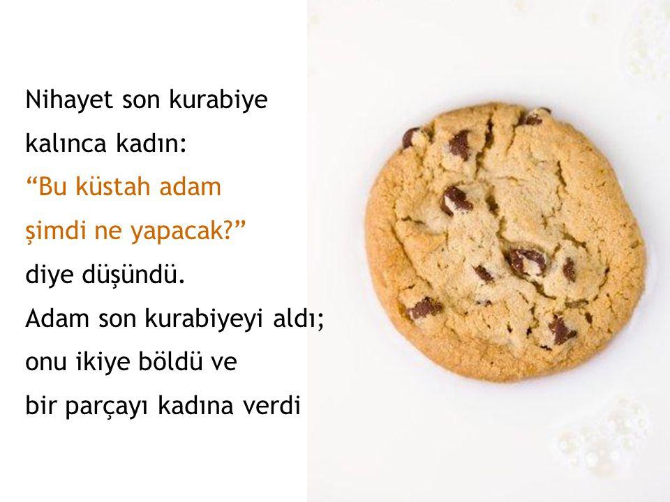 Bayan bir kurabiye alıyor, Adam da bir tane alıyordu. Çıldıracak gibiydi bayan. Ama olay çıkarmak istemiyordu.