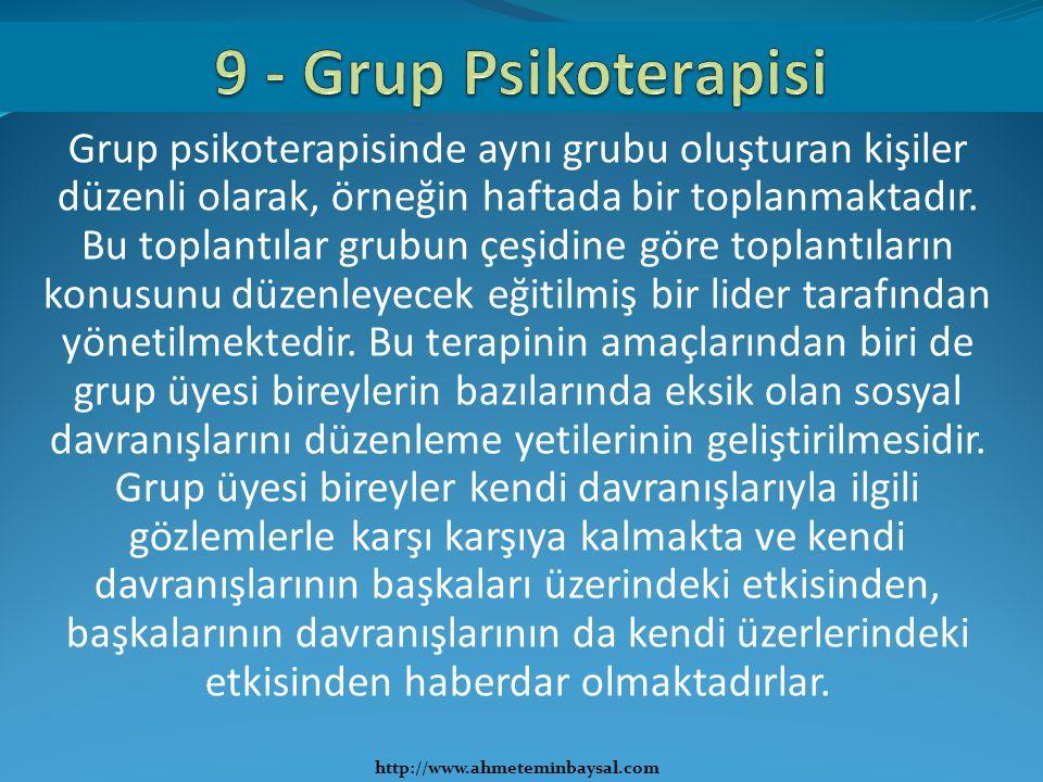 Grup psikoterapisinde aynı grubu oluşturan kişiler düzenli olarak, örneğin haftada bir toplanmaktadır. Bu toplantılar grubun çeşidine göre toplantılar