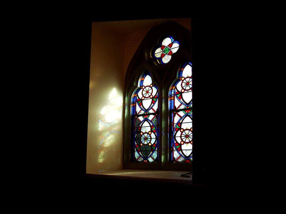 Eski duvarlarda da pencereler vardır… Bunlar geçmişe ve atalarına doğru açılır, hatıraların penceresidir...